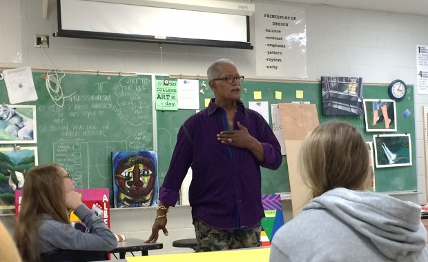 Acclaimed Memphis Artist George Hunt spoke to Arlington High Visual Art Students about his experiences as an artist and art educator. Staff Photo.